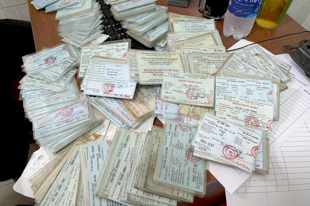 Nam thanh niên lập sàn mua bán giấy tờ tùy thân trên Facebook - 2