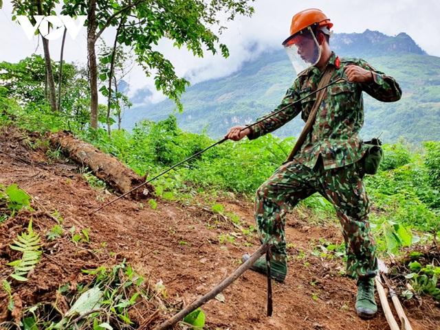 Chuyện về những người đi làm sạch đất trên biên giới Hà Giang - 1