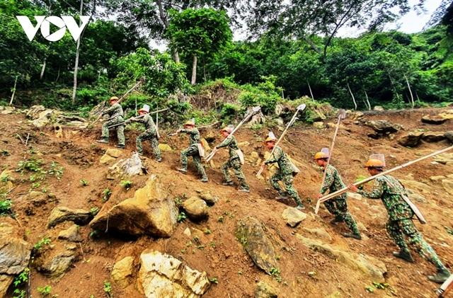 Chuyện về những người đi làm sạch đất trên biên giới Hà Giang - 2