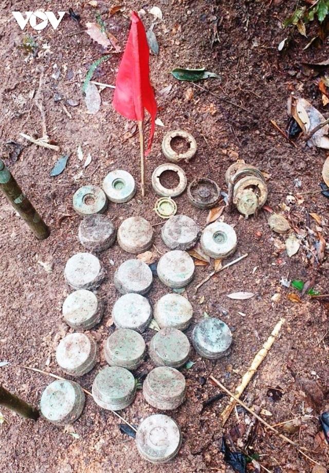 Chuyện về những người đi làm sạch đất trên biên giới Hà Giang - 6