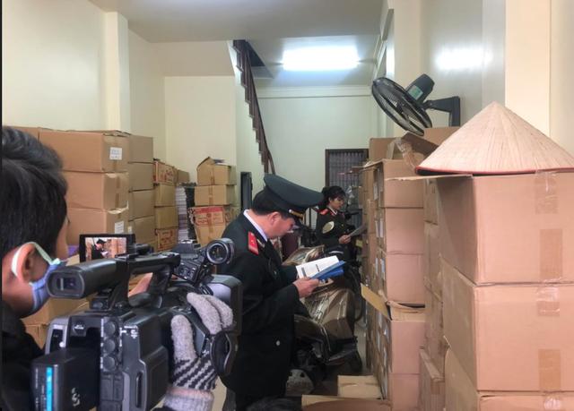 Thu giữ khoảng 40.0000 cuốn sách giả tại 2 địa điểm ở Hà Nội - 3