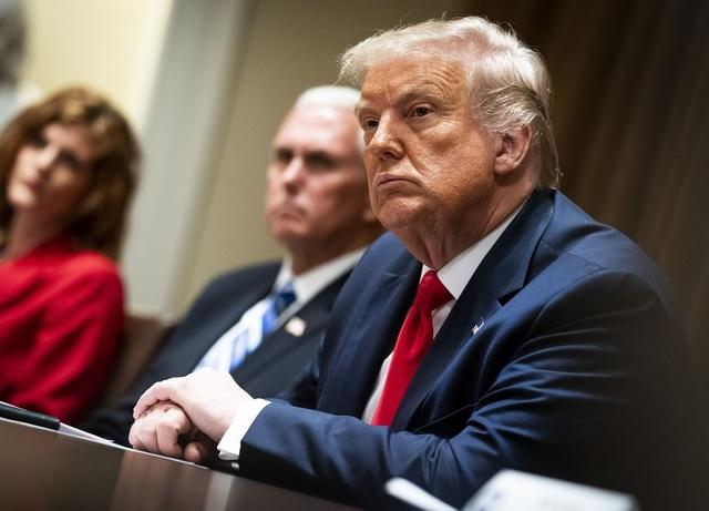 Bà đầm thép Pelosi đề nghị tước quyền kích hoạt hạt nhân của ông Trump - 1