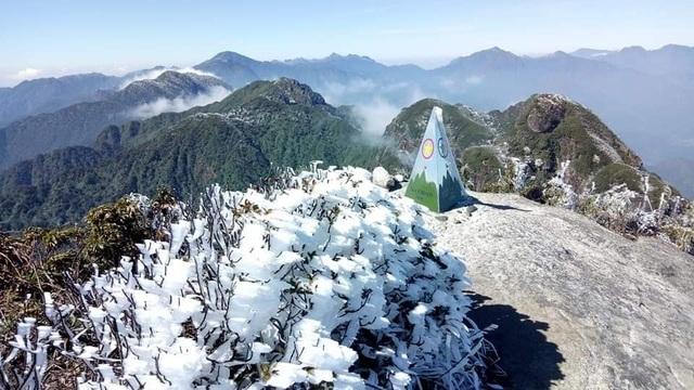 Sa Pa đông cứng trong băng tuyết, đỉnh Khau Phạ cũng hóa đá - 15