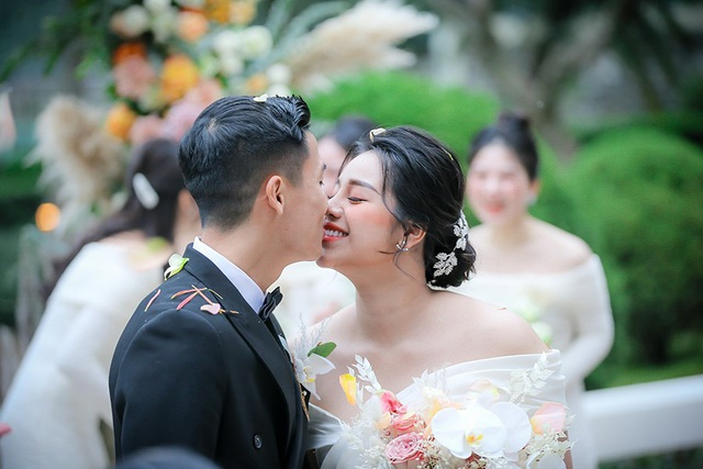 Dàn sao đội tuyển Việt Nam dự lễ cưới Bùi Tiến Dũng tại Hà Nội - 3