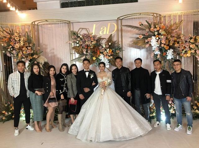 Dàn sao đội tuyển Việt Nam dự lễ cưới Bùi Tiến Dũng tại Hà Nội - 6
