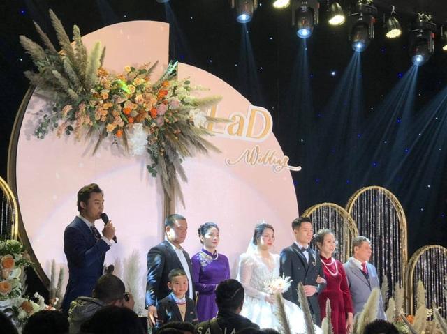 Dàn sao đội tuyển Việt Nam dự lễ cưới Bùi Tiến Dũng tại Hà Nội - 11