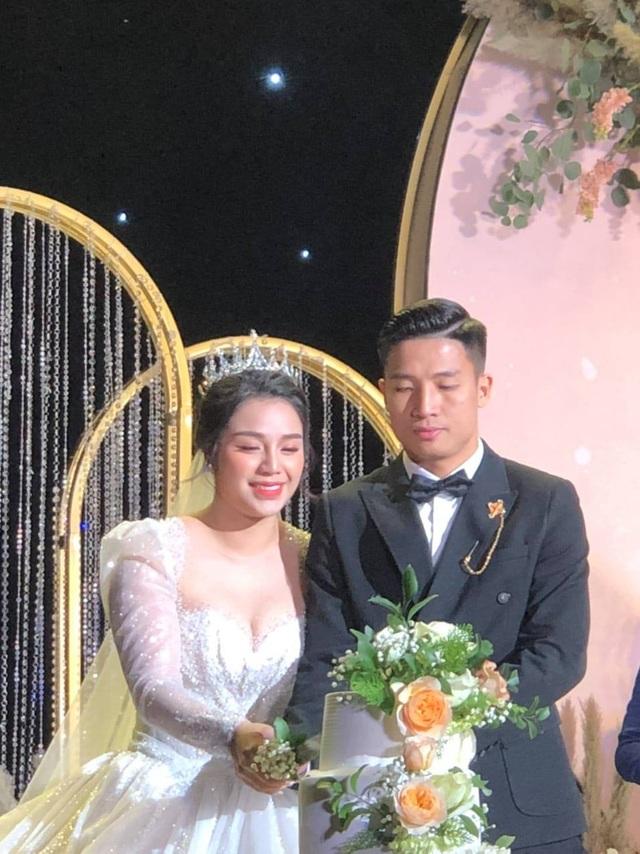 Dàn sao đội tuyển Việt Nam dự lễ cưới Bùi Tiến Dũng tại Hà Nội - 10