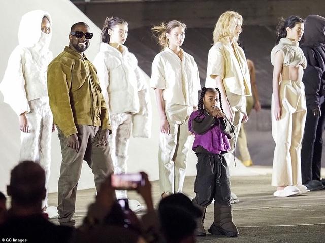 Khối tài sản kếch xù của vợ chồng Kim - Kanye - 8