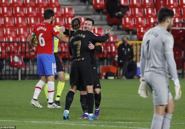 Messi và Griezmann lập cú đúp, Barcelona thắng tưng bừng - 2