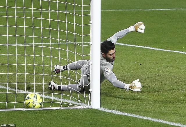 Messi và Griezmann lập cú đúp, Barcelona thắng tưng bừng - 7
