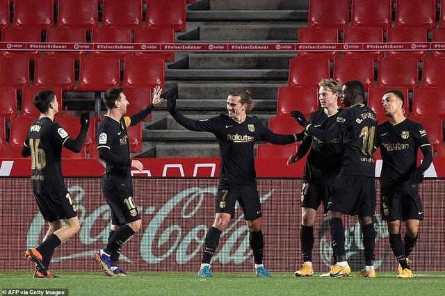 Messi và Griezmann lập cú đúp, Barcelona thắng tưng bừng - 8