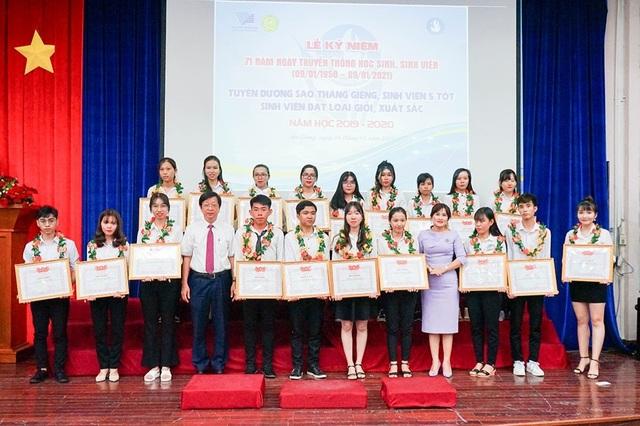 Trường ĐH An Giang tuyên dương khen thưởng hơn 200 sinh viên giỏi, xuất sắc - 1