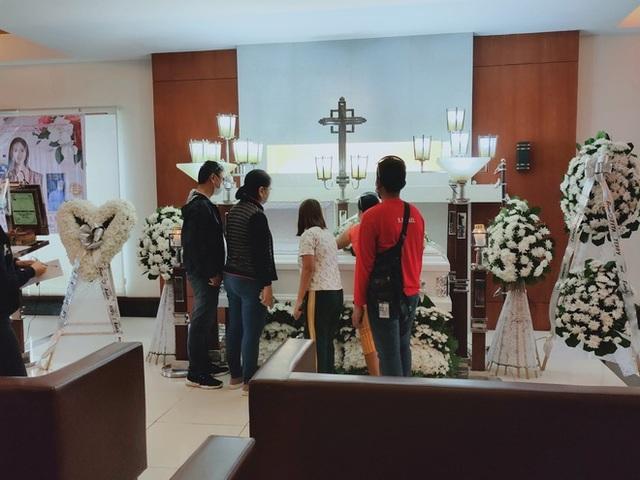 Cha mẹ Á hậu tử vong tại khách sạn kiện nhân viên pháp y - 1