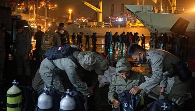 Tiếng nổ như bom vào thời điểm máy bay Indonesia chở 62 người mất tích - 1