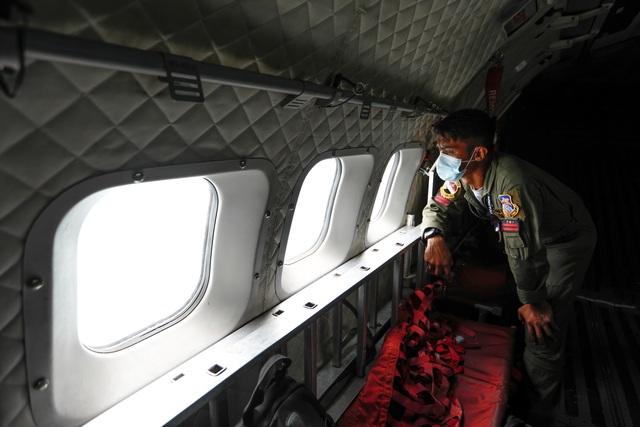 Tìm thấy nhiều phần thi thể vụ rơi máy bay Indonesia - 2