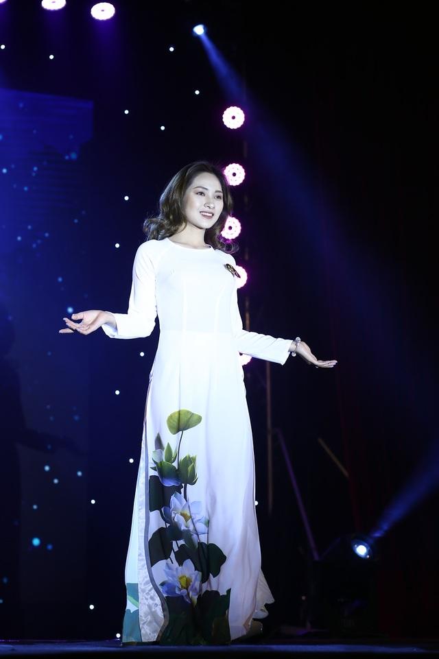 Tân Hoa khôi ĐH Bách khoa bật khóc phút đăng quang - 12