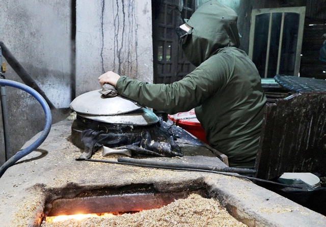 Làng nghề bánh tráng vào Tết: Đỏ lửa ngày đêm vẫn không kịp bán - 1