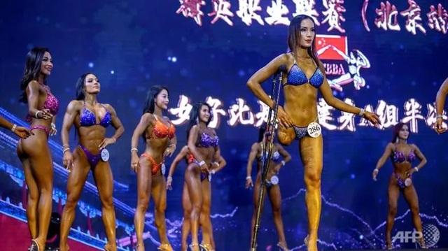 Nữ vận động viên thể hình mất một bên chân chiếm thiện cảm của công chúng - 1