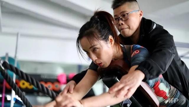 Nữ vận động viên thể hình mất một bên chân chiếm thiện cảm của công chúng - 4