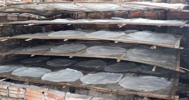 Làng nghề bánh tráng vào Tết: Đỏ lửa ngày đêm vẫn không kịp bán - 4