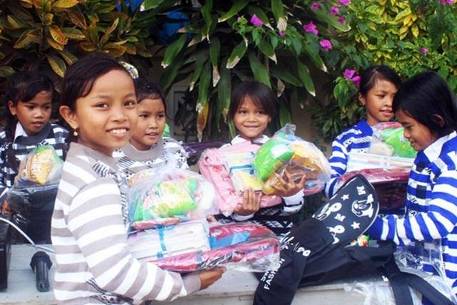 Hàng ngàn áo ấm đến với trẻ em nghèo vùng cao trong tiết trời giá rét - 6