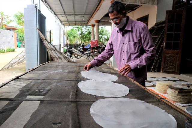 Làng nghề bánh tráng vào Tết: Đỏ lửa ngày đêm vẫn không kịp bán - 8