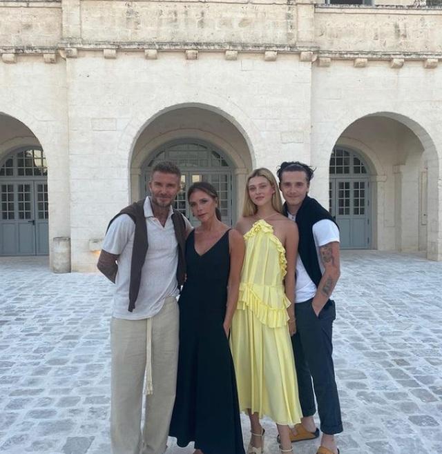 Gia đình Beckham nổi bật khi đi ăn trưa tại Miami - 7