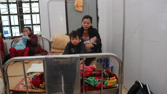 Thương người phụ nữ cùng lúc ôm 3 đứa con nằm viện khóc chồng ung thư - 3