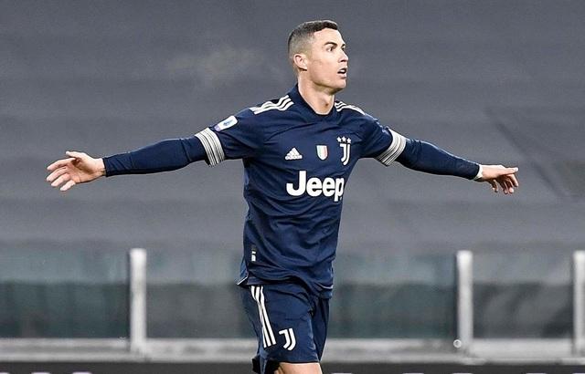 C.Ronaldo trở thành cây săn bàn số 1: Hãy cứ là đại bàng sải cánh! - 2