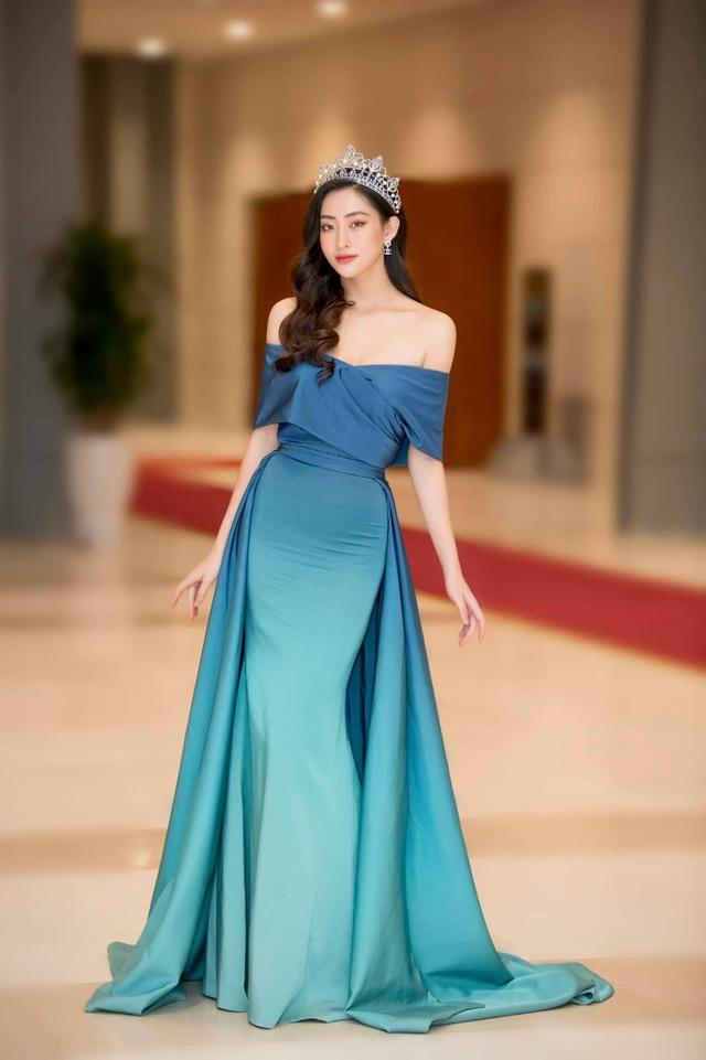 Đỗ Mỹ Linh, Vũ Ngọc Anh… bị soi vì trang phục phản cảm - 5