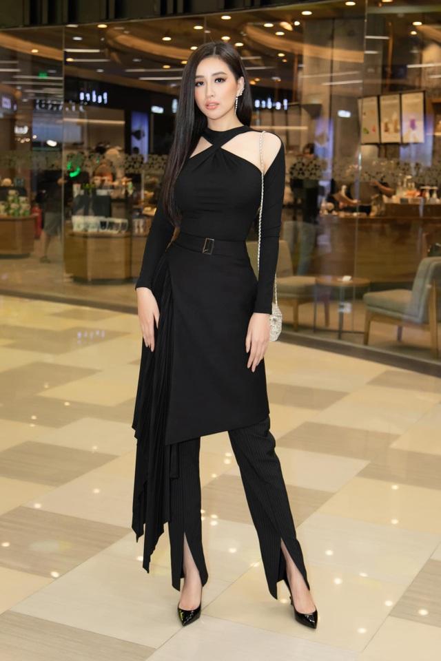 Đỗ Mỹ Linh, Vũ Ngọc Anh… bị soi vì trang phục phản cảm - 10