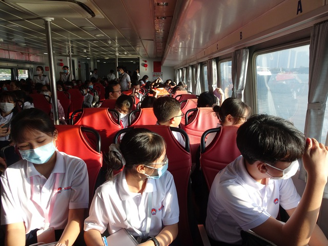 Cộng đồng sửng sốt khi học trò du ngoạn, tự chọn chỗ ngồi để... thi Văn - 2