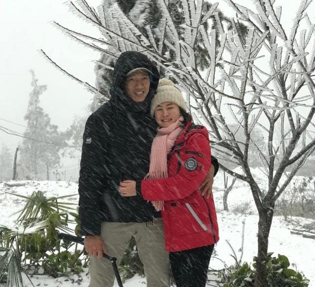 Tuyết rơi trắng xóa ở Lào Cai, du khách đua nhau khoe hình check-in - 5