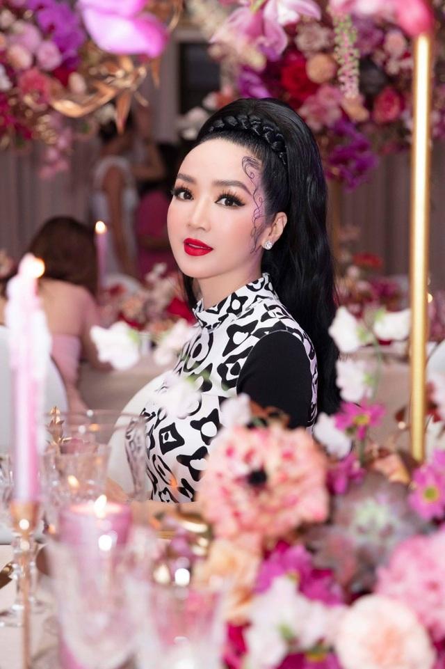 Hoa hậu U50 Giáng My khoe vẻ đẹp thách thức thời gian - 2