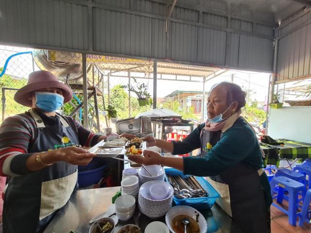 Bữa cơm 0 đồng dành cho hàng trăm người dân vùng cao Đắk Nông - 6