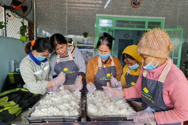 Bữa cơm 0 đồng dành cho hàng trăm người dân vùng cao Đắk Nông - 3