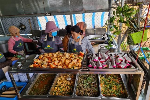 Bữa cơm 0 đồng dành cho hàng trăm người dân vùng cao Đắk Nông - 5