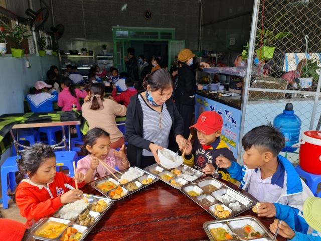 Bữa cơm 0 đồng dành cho hàng trăm người dân vùng cao Đắk Nông - 8