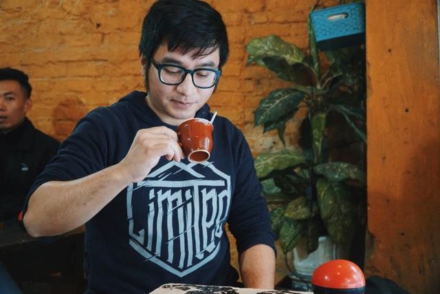 Quán cà phê có tuổi đời thách thức thời gian trên phố cổ Hà Nội - 2