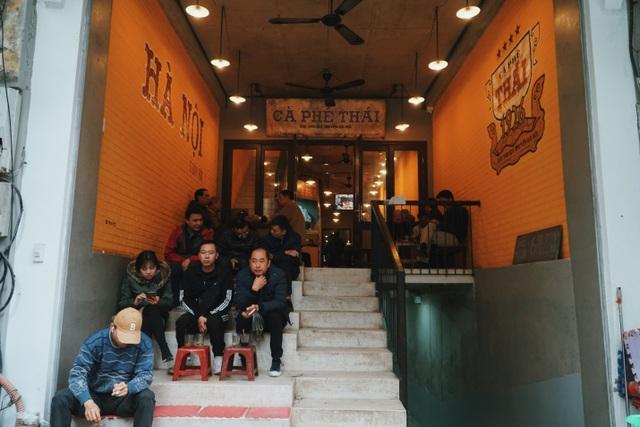 Quán cà phê có tuổi đời thách thức thời gian trên phố cổ Hà Nội - 4