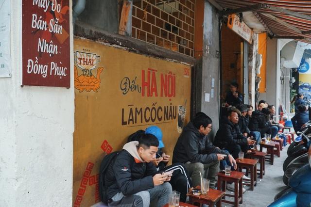 Quán cà phê có tuổi đời thách thức thời gian trên phố cổ Hà Nội - 8