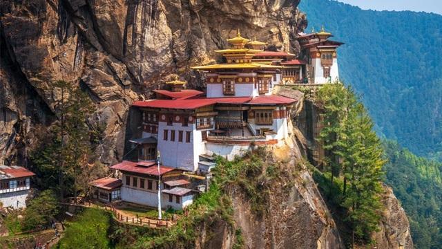 Những ngôi đền chùa linh thiêng tọa lạc vị trí đắc địa hiếm người ngờ tới - 7