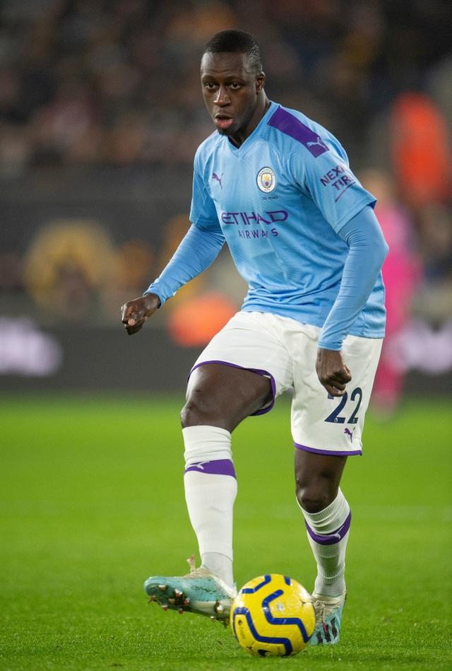 Vì người đẹp bốc lửa, cầu thủ Man City lại vi phạm lệnh cách ly Covid-19 - 3