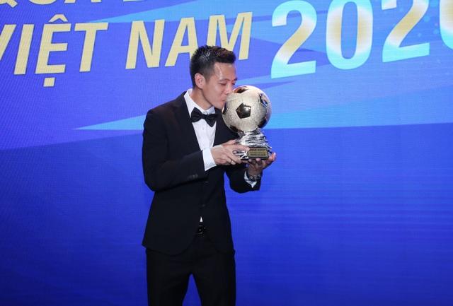 Nguyễn Văn Quyết giành Quả bóng vàng Việt Nam năm 2020 - 1