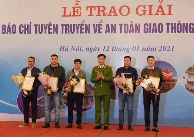 Phóng viên Dân trí đoạt giải Báo chí tuyên truyền về ATGT năm 2020 - 2