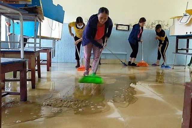 Bạn đọc hỗ trợ các trường học tại Hà Tĩnh gượng dậy sau trận lũ lịch sử - 1