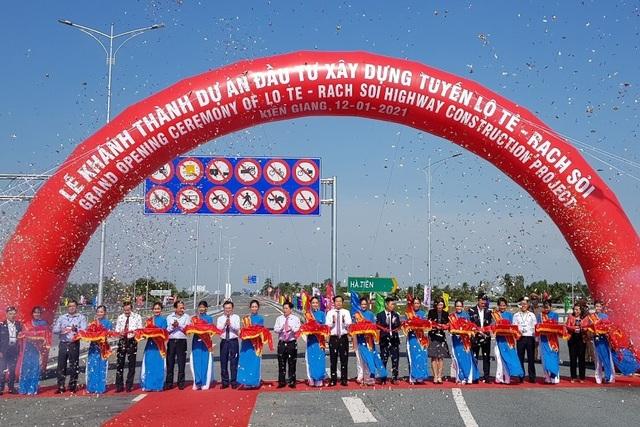 Khánh thành cao tốc Cần Thơ đi Kiên Giang, xe vi vu 100 km/h - 1