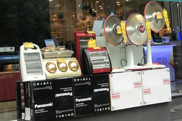 Rét đậm kéo dài, người dân đổ xô đi mua máy sưởi, đèn sưởi - 1