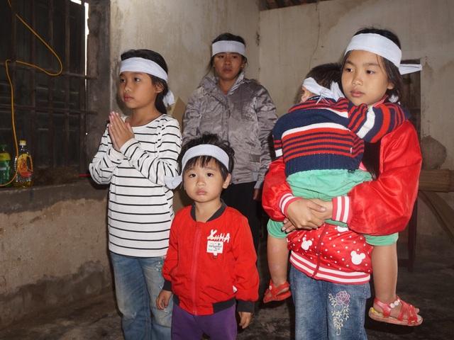 Đau nhói lòng cảnh 4 đứa trẻ mất cha trong vụ tai nạn tại Sở Tài chính - 1