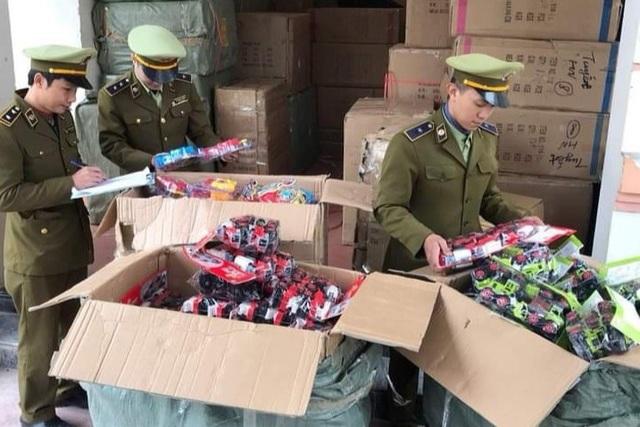 Quảng Bình bắt giữ lô hàng lậu lớn trị giá khoảng 1 tỷ đồng - 2